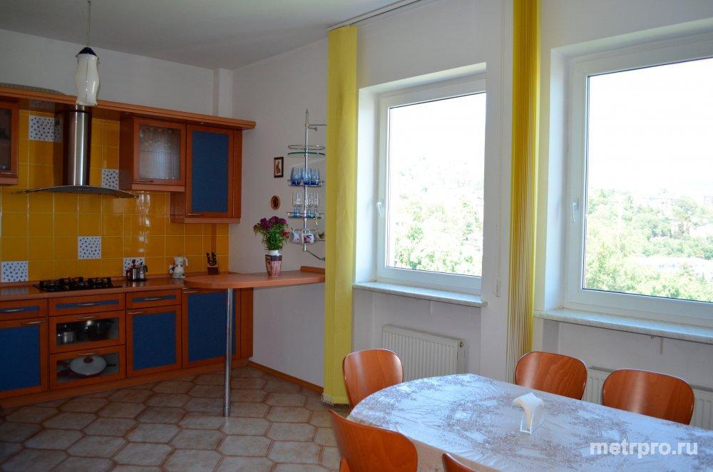 Четырехкомнатную квартира в Ливадия у моря